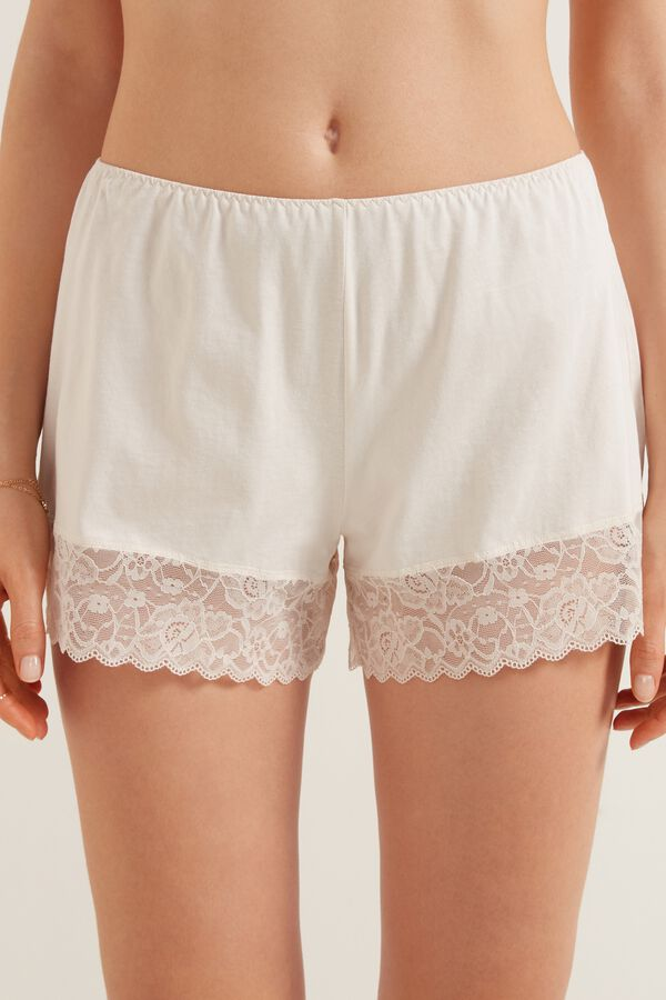 Shorts in Cotton and Lace