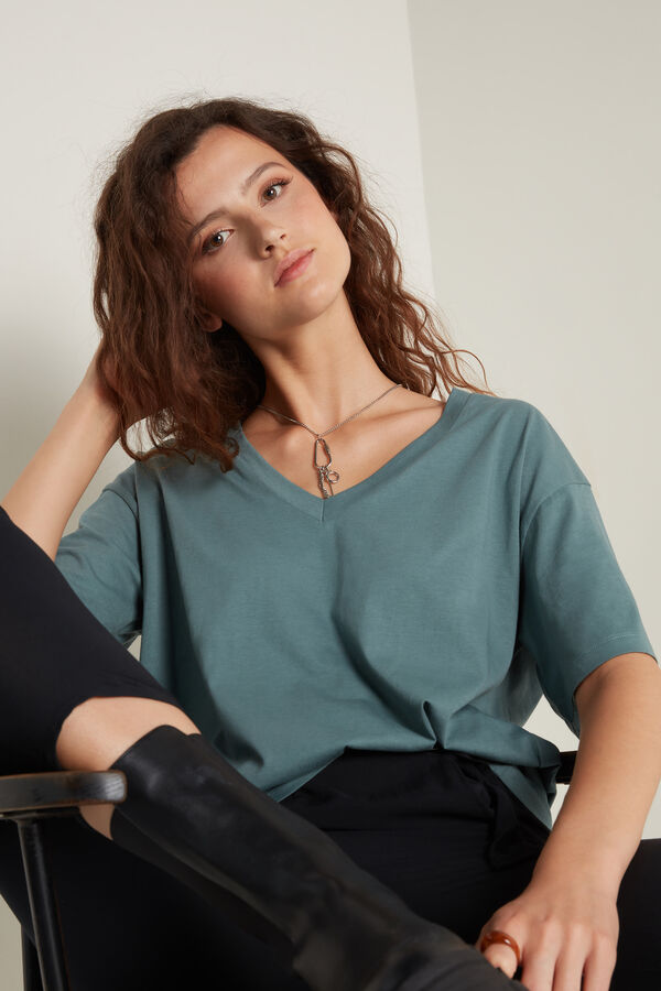 T-Shirt Algodão com Decote em V Oversize