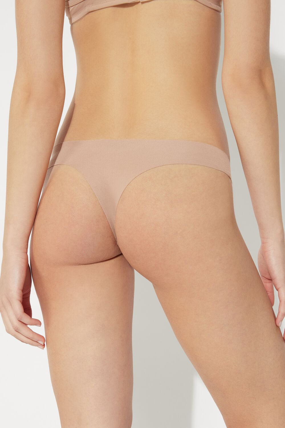 Seamless Cheeky Briefs in Cotton