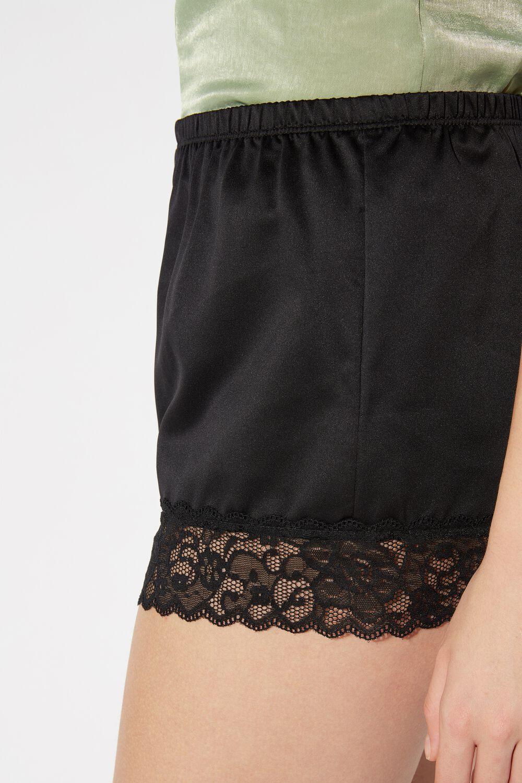 Shorts de Encaje y Satinados