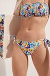 Bikinové Kalhotky s Mašlemi a Obloučkovým Lemem Color Flowers