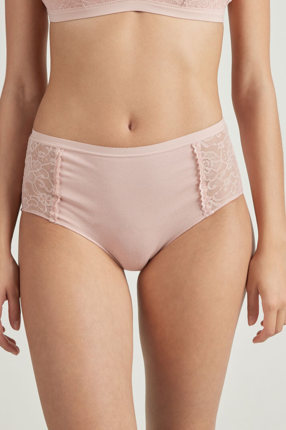 High-Waisted Panties in Cotton and Lace