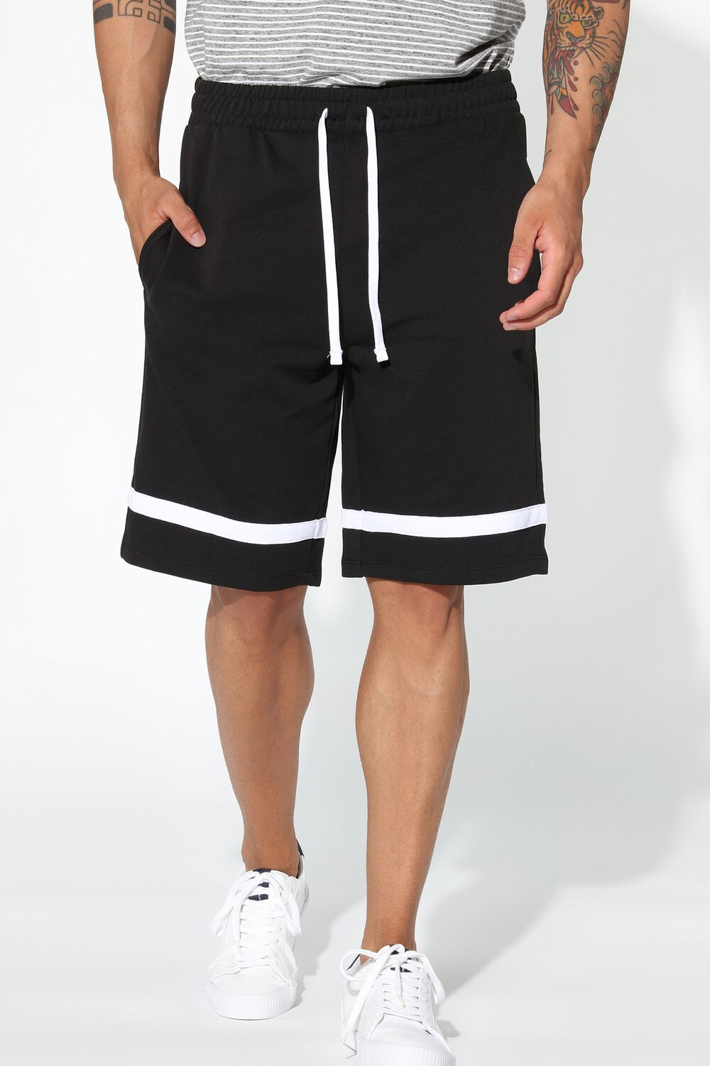 Sweatshirt Shorts with Stripe