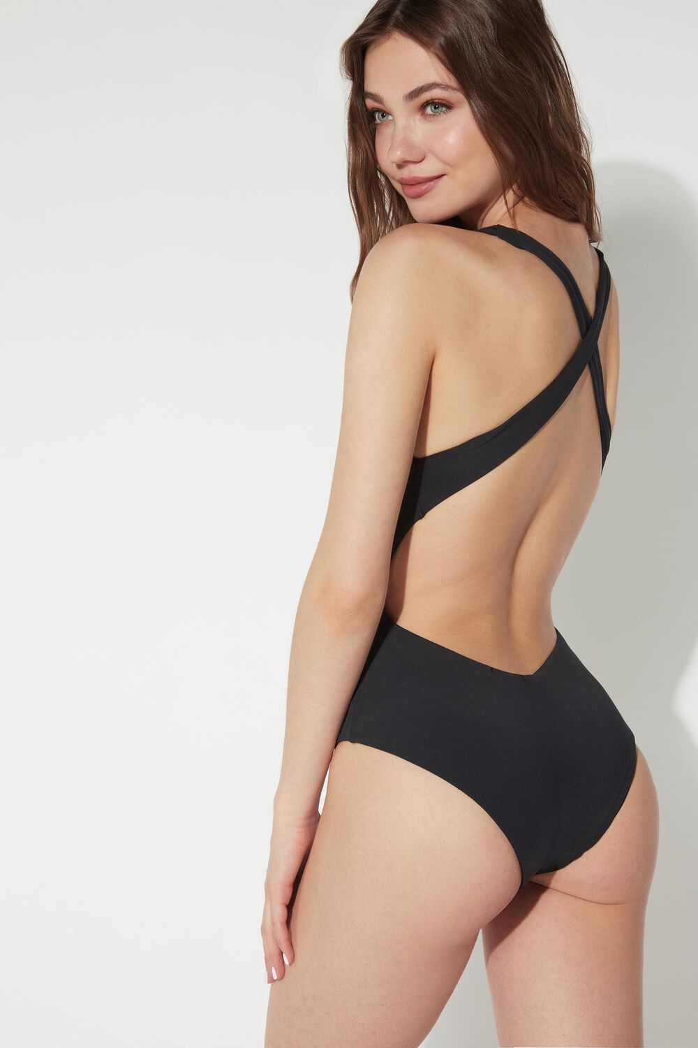 Plain-Coloured Ring One-Piece Swimsuit