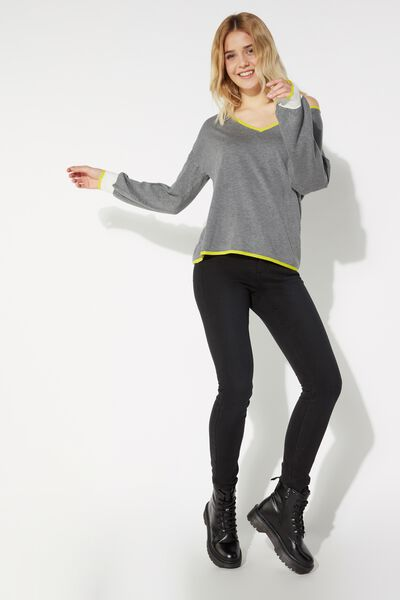 Long Sleeve Contrasting V Neck Top